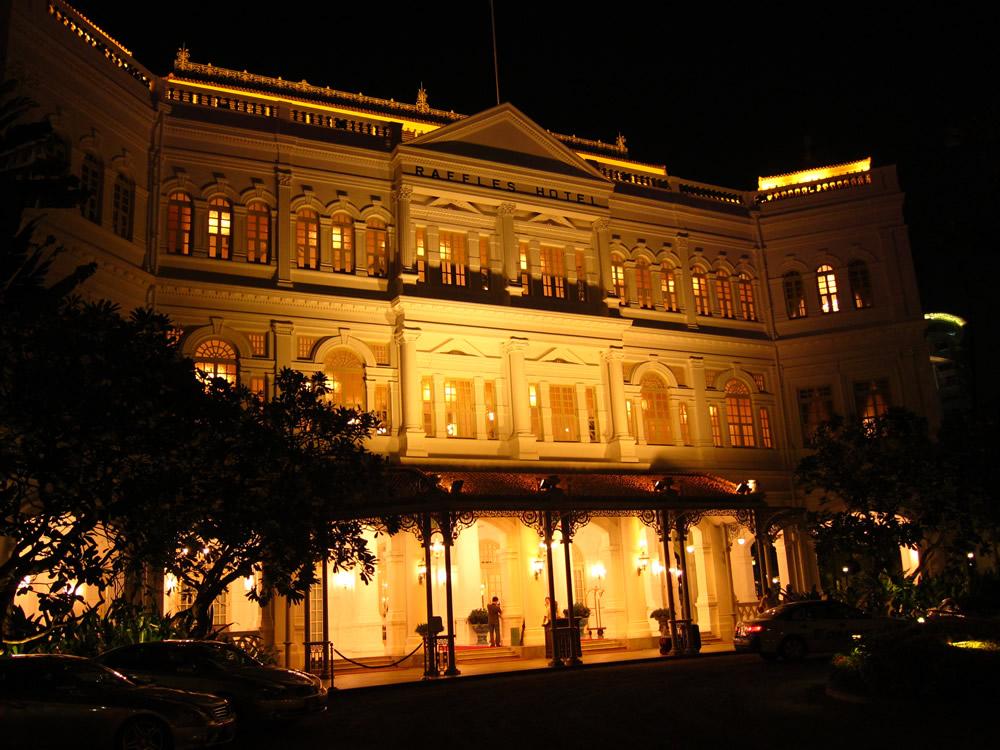 夜のラッフルズホテル