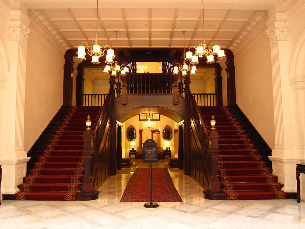 客室へと続く階段