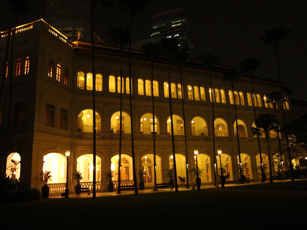 中庭から見たホテル