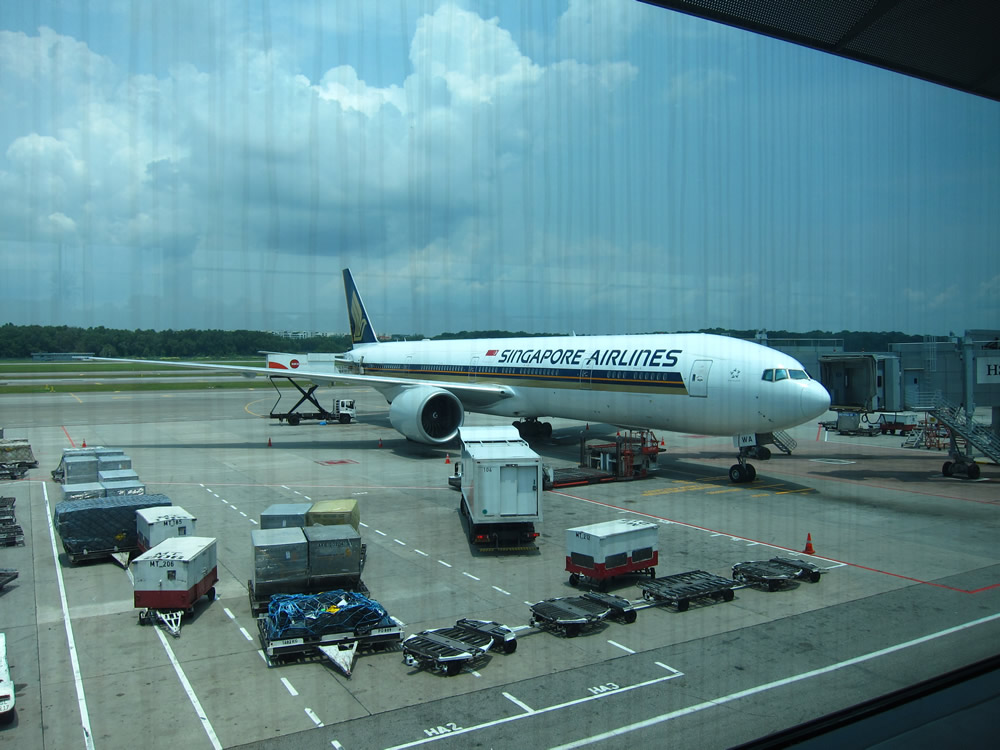 SQ635 B777-200 チャンギ空港到着後