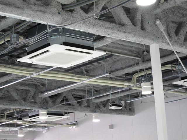 搭乗待合室の天井